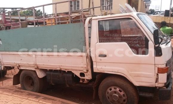 Acheter Voiture Toyota Dyna Blanc à Kigali en Rwanda