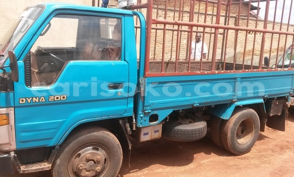 Acheter Voiture Toyota Dyna Bleu à Kigali en Rwanda
