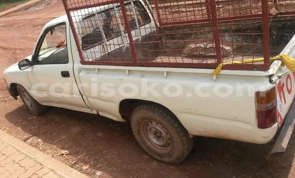 Acheter Voiture Toyota Hilux Blanc à Kigali en Rwanda