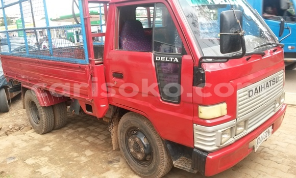 Acheter Voiture Mercedes-Benz Truck Rouge à Kigali en Rwanda