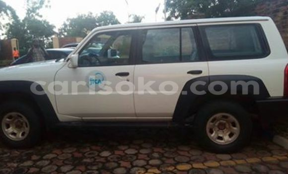 Acheter Voiture Nissan Patrol Blanc à Kigali en Rwanda