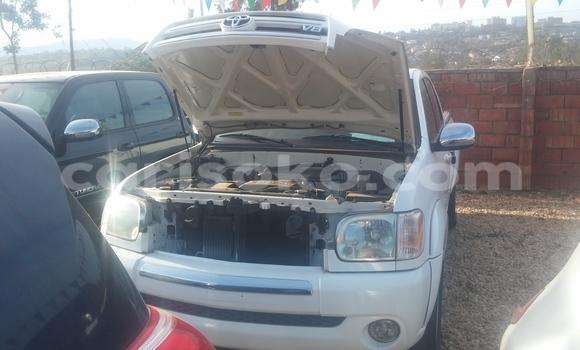 Acheter Voiture Toyota Tundra Blanc à Kigali en Rwanda