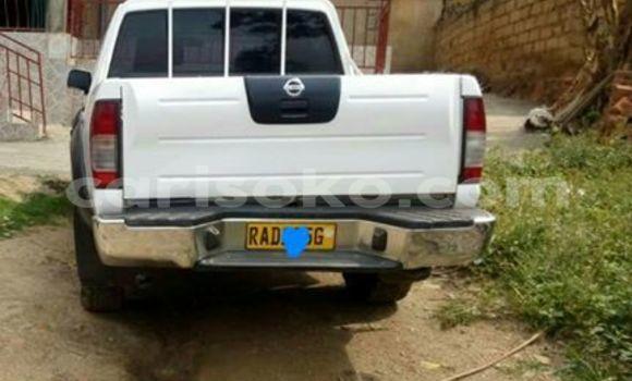 Acheter Voiture Nissan Navara Blanc à Gicumbi en Rwanda