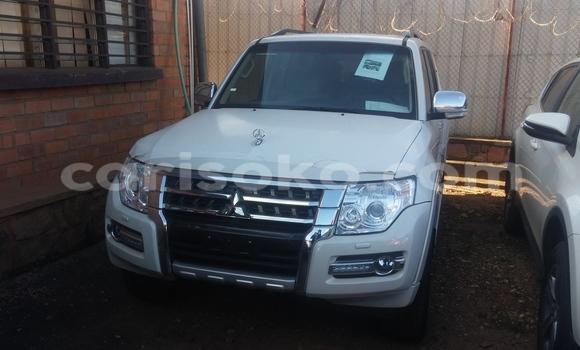 Acheter Voiture Mitsubishi Pajero Blanc à Kigali en Rwanda