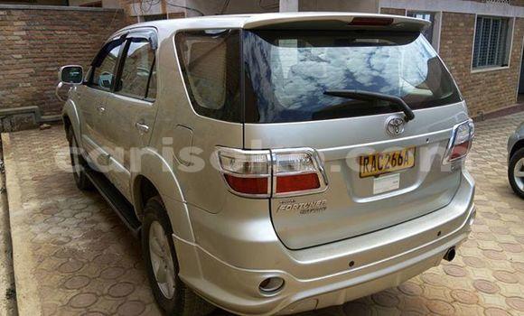 Acheter Voiture Toyota Fortuner Gris à Gicumbi en Rwanda