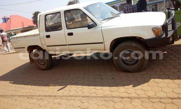 Acheter Voiture Toyota Pickup Blanc à Gicumbi en Rwanda
