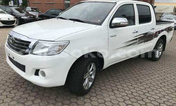 Acheter Voiture Toyota Hilux Blanc à Gasarenda en Rwanda