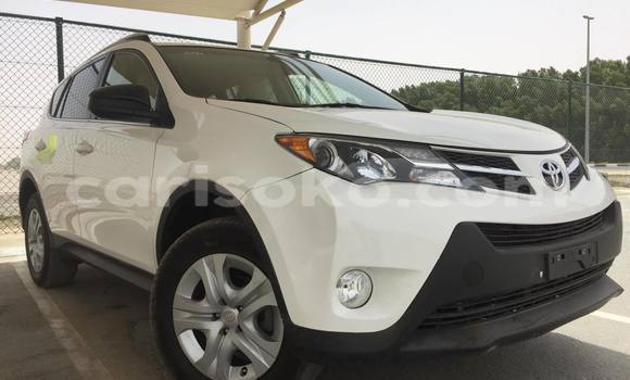 Acheter Voiture Toyota RAV4 Blanc à Gicumbi en Rwanda