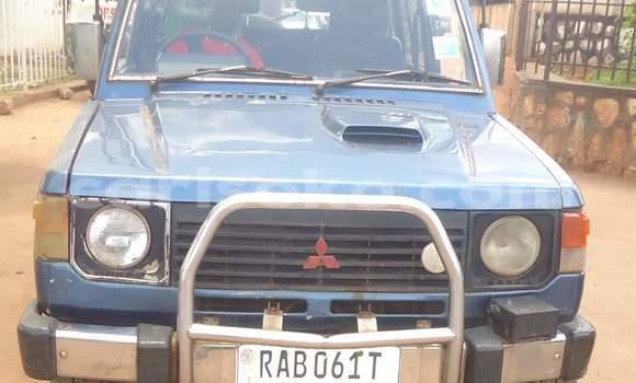 Acheter Voiture Mitsubishi Pajero Bleu à Kigali en Rwanda