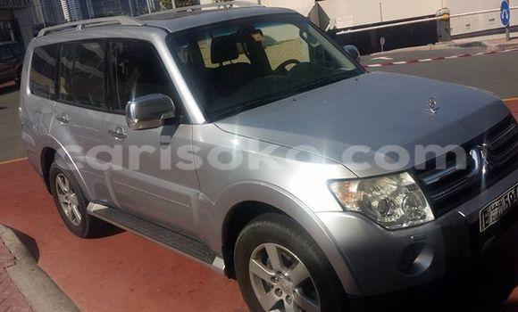 Acheter Voiture Mitsubishi Pajero Gris à Kigali en Rwanda