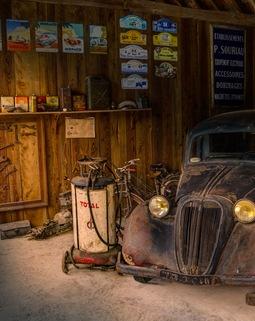 Thumb light car display shop